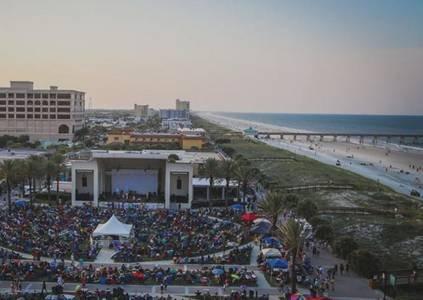 Cerca del pabellón Jax Beach con música y festivales
