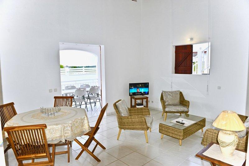 Villa Hibiscus clôturée avec parking privé et proche des plages, location de vacances à Port-Louis