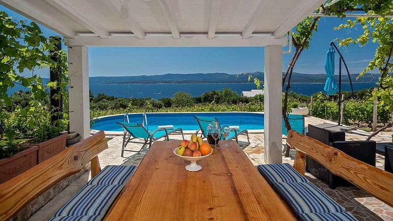 Bol Holiday Home Sleeps 5 with Pool and Air Con - 5471109, casa vacanza a Murvica