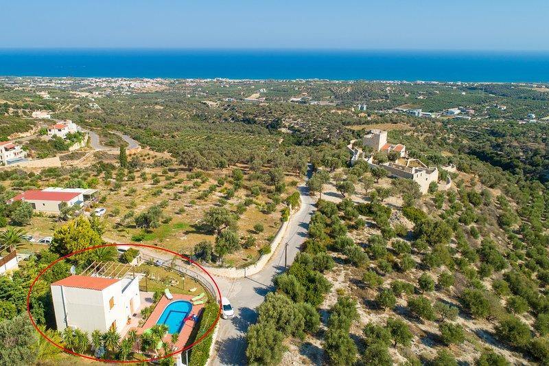 Vista aérea que muestra la ubicación de Villa Michalis
