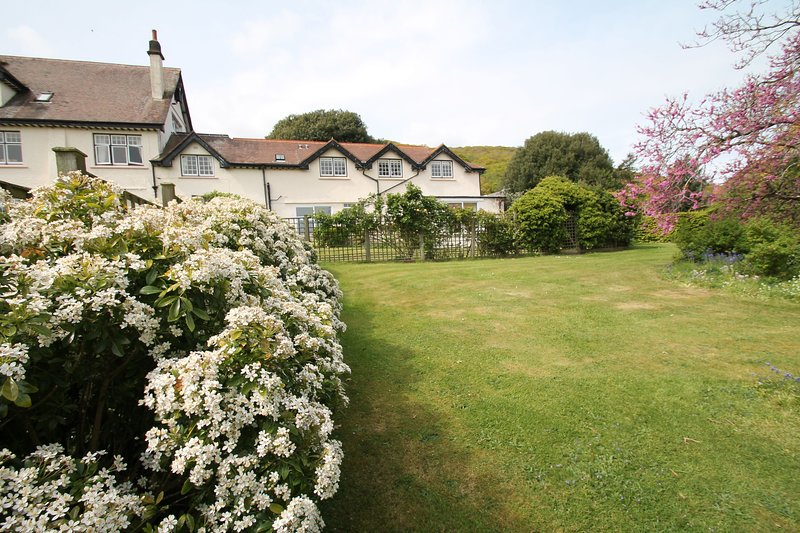 Vale View Apartment, Porlock Weir - First floor apartment with lovely sea views, casa vacanza a Oare