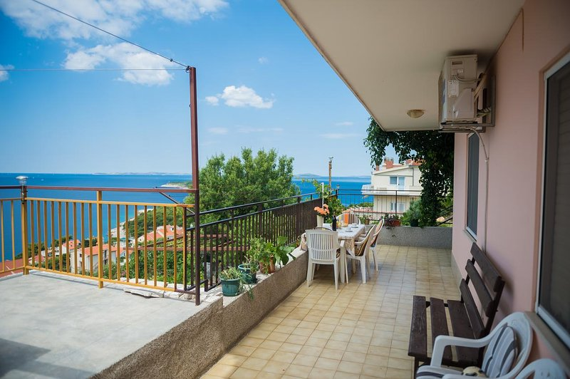 Baselovici Apartment Sleeps 4 with Air Con - 5466058, holiday rental in Primosten Burnji