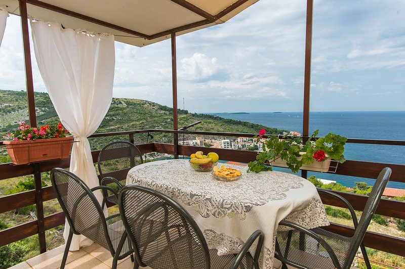 Baselovici Apartment Sleeps 4 with Air Con - 5466053, holiday rental in Primosten Burnji