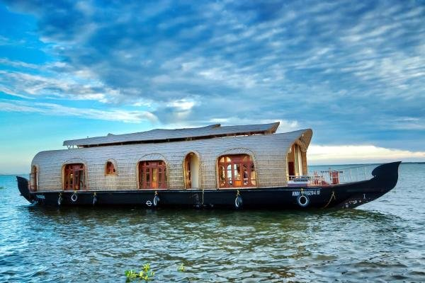 Aqua Castle Houseboat ( Aqua Jumbo Tours), holiday rental in Alappuzha