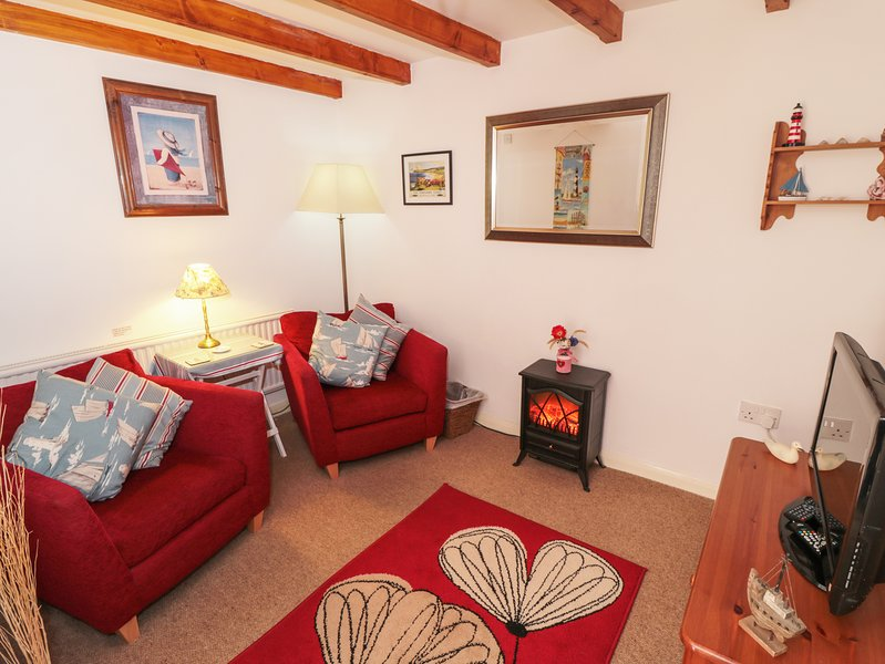 THE OLD COTTAGE, ideal for couples, Staithes, vacation rental in Staithes