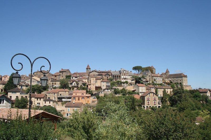 Belvès es una preciosa ciudad bastida medieval encaramada en un espolón rocoso que domina el valle de Nauze.