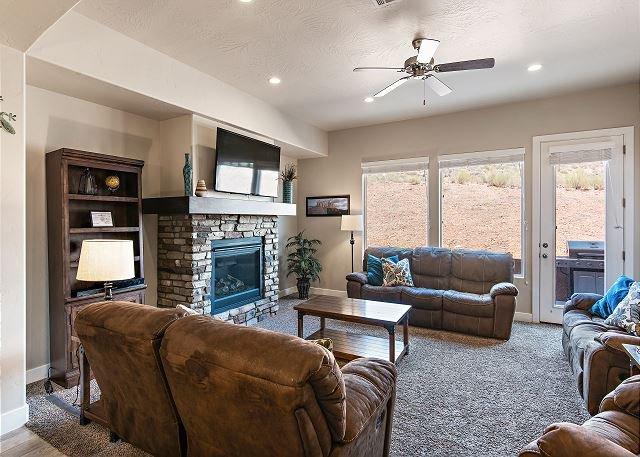 Living Room with TV/Fireplace/Seating for 8/patio access