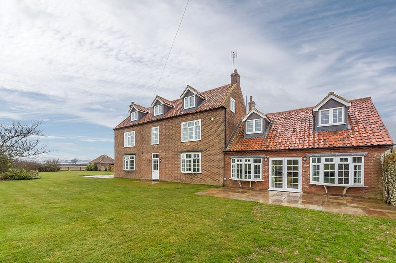 Lyng Farmhouse, holiday rental in Thornham