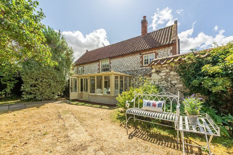 Chestnut Cottage, holiday rental in Thornham