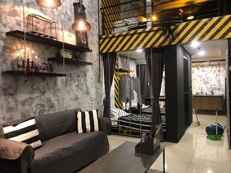 Escápade Luxury Prison Duplex Suites- Next to Mall, holiday rental in Petaling District