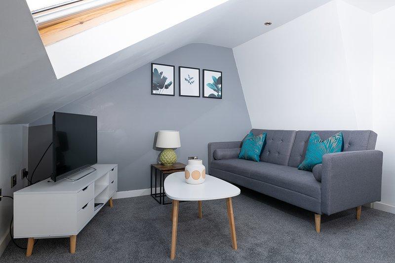MyUKSuites - Attic floor 2 bedroom flat s, alquiler de vacaciones en Kingston-upon-Hull