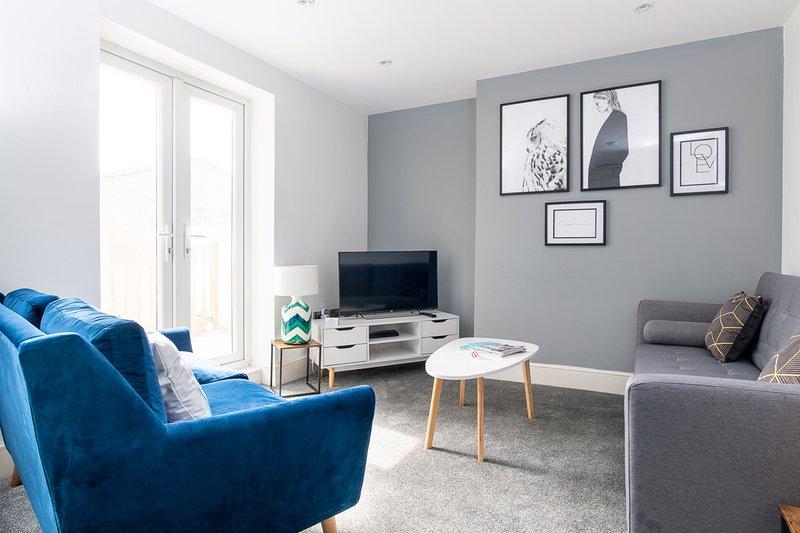 MyUKSuites - Ground floor 3 bedroom flat with balcony, alquiler de vacaciones en Kingston-upon-Hull