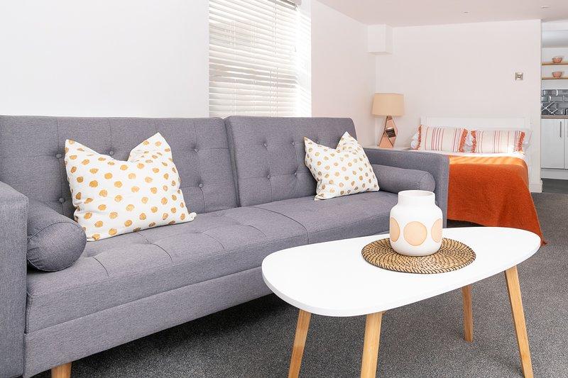 MyUKSuites - Studio flat with private entrance, alquiler de vacaciones en Kingston-upon-Hull