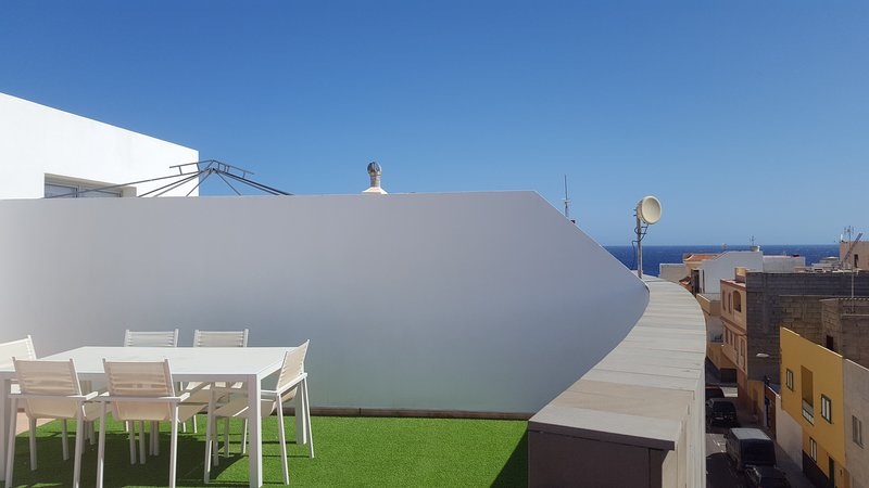Beautiful apartment with amazing roof terrace, casa vacanza a Atogo