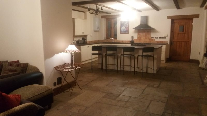 Country Cottage- convenient location, holiday rental in Newport