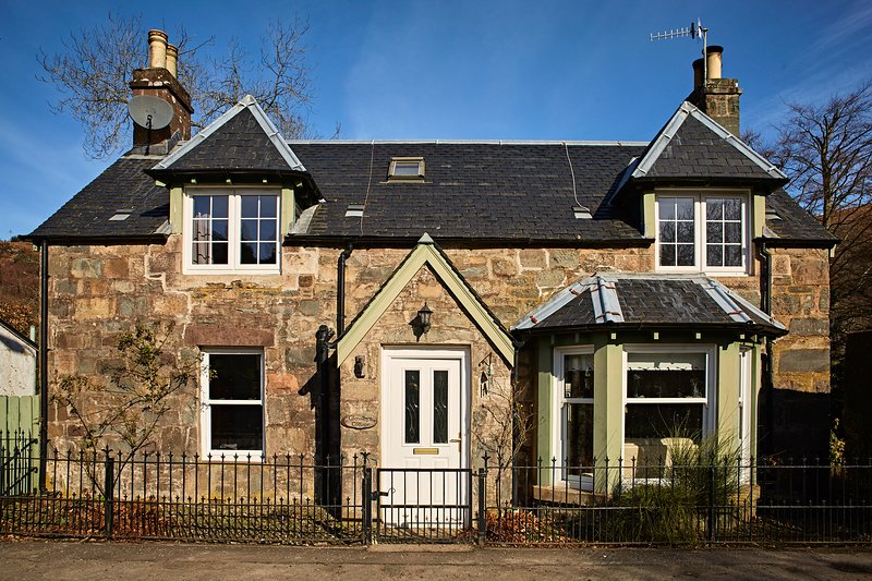 Amazing Traditional Scottish Cottage Charming Lochside Village For Download Free Architecture Designs Estepponolmadebymaigaardcom