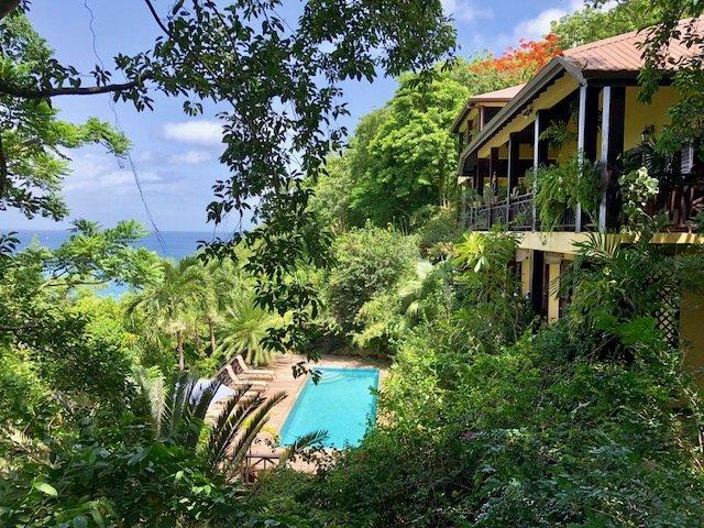 VILLA POMME D'AMOUR  Upper Level of Guest Villa 4 minute walk to a secluded cove, location de vacances à Baie de Marigot