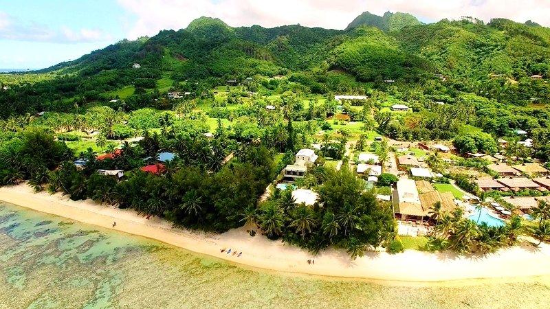 op een stuk grond van bijna 3 hectare dat eindigt op de gouden mijl van Muri Beach!