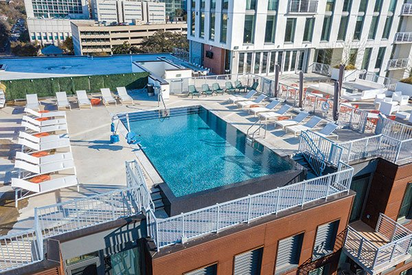 Downtown Condo w/Rooftop Pool, Fire Pit, and Grill Area, alquiler de vacaciones en Austin