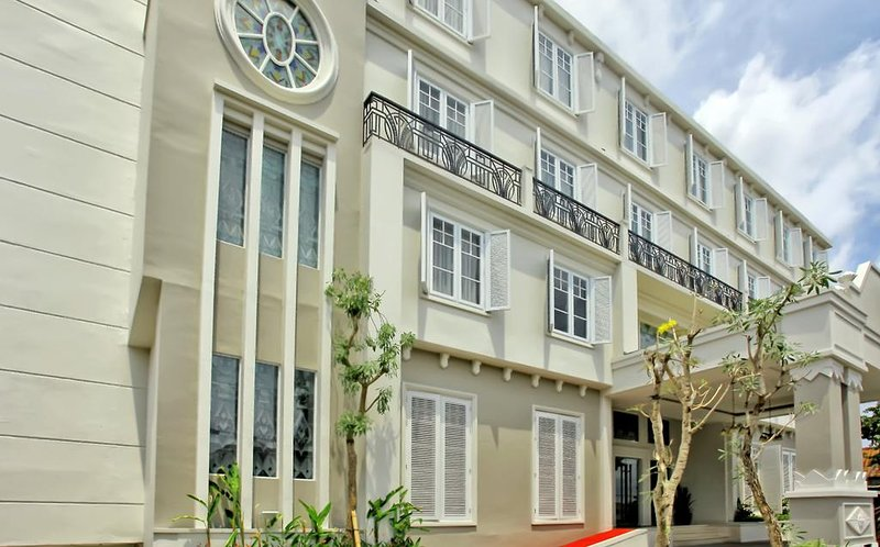 Indies Heritage Accommodation (Deluxe King Room 3), holiday rental in Banguntapan