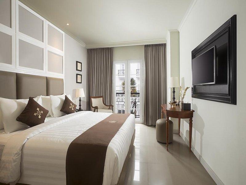 Indies Heritage Accommodation (Deluxe King Room 4), holiday rental in Banguntapan