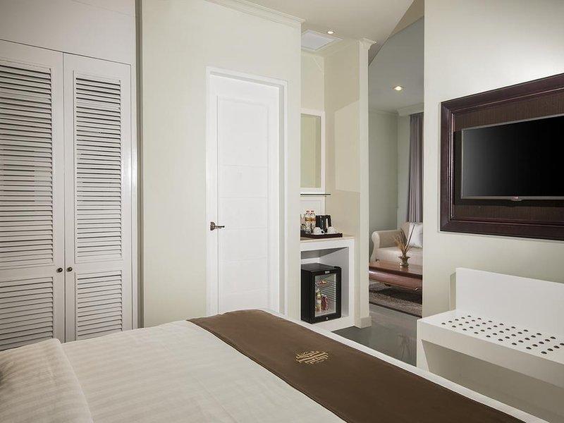 Indies Heritage Accommodation (Deluxe King Room 5), holiday rental in Banguntapan