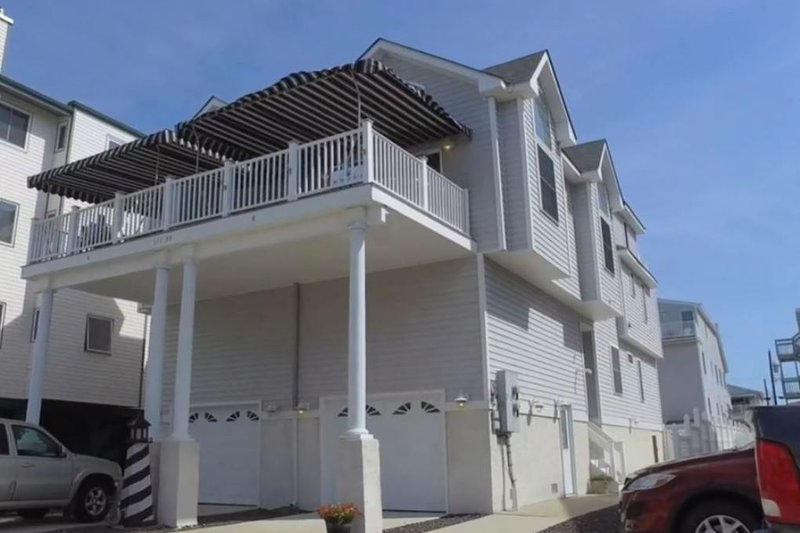 4 Houses from Beach Beautiful Ocean View Great Location!  Park & Walk Everywhere, holiday rental in Sea Isle City