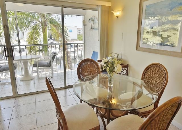 Water view in a relaxed community. Perfect location  A1221MB, alquiler vacacional en Cape Haze