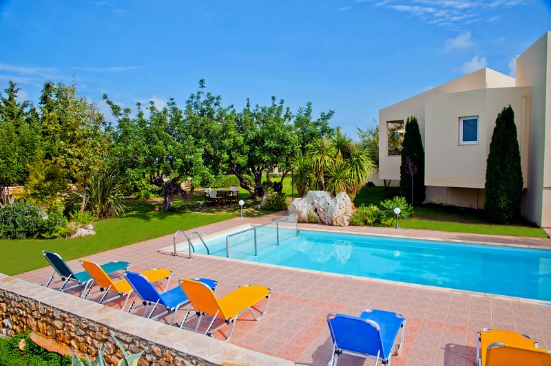 BEAUTIFUL VILLA IN RETHYMNO 4 BEDROOMS WITH SEA VIEW AND PRIVATE SWIMMING POOL, location de vacances à Prines