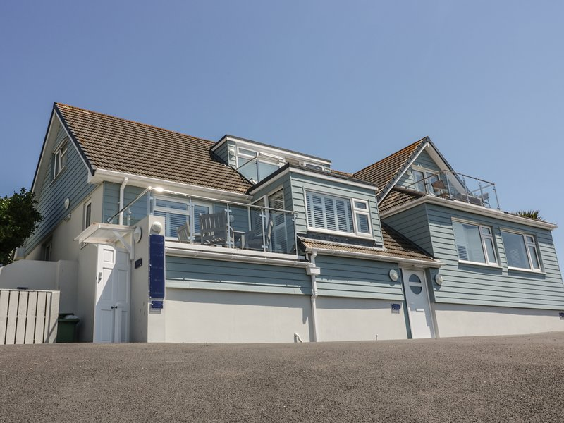 SKYLARK, open-plan, in Mawgan Porth, location de vacances à St. Mawgan