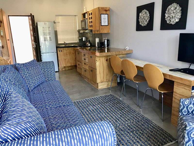 Knysna Pocket Breaks Unit 6, holiday rental in Brenton-on-Sea