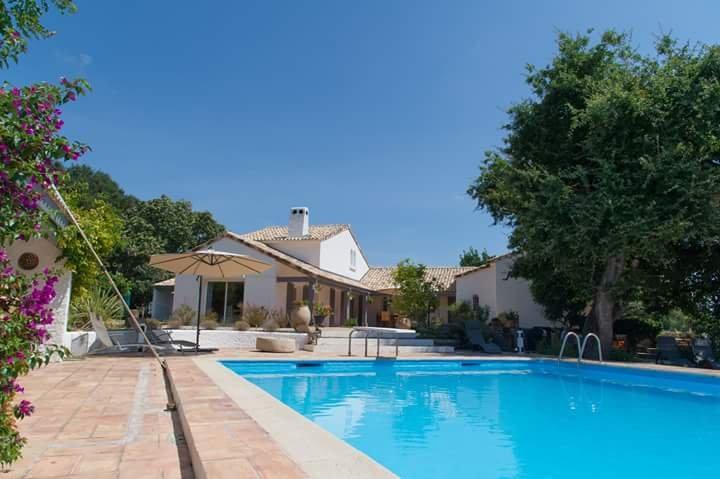 L'ENCLOS DU VIEUX CHÊNE maison d'hôtes chaleureuse familliale en Corse orientale, holiday rental in Aghione