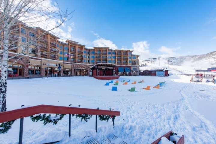 Sundial Lodge - Steps Away From Skiing, Shopping and More!