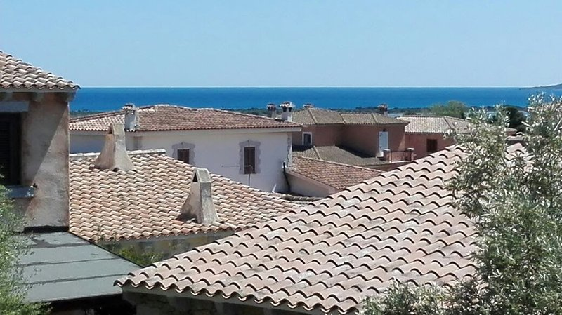 Lovely vacation home just minutes from the sea, holiday rental in Nuragheddu