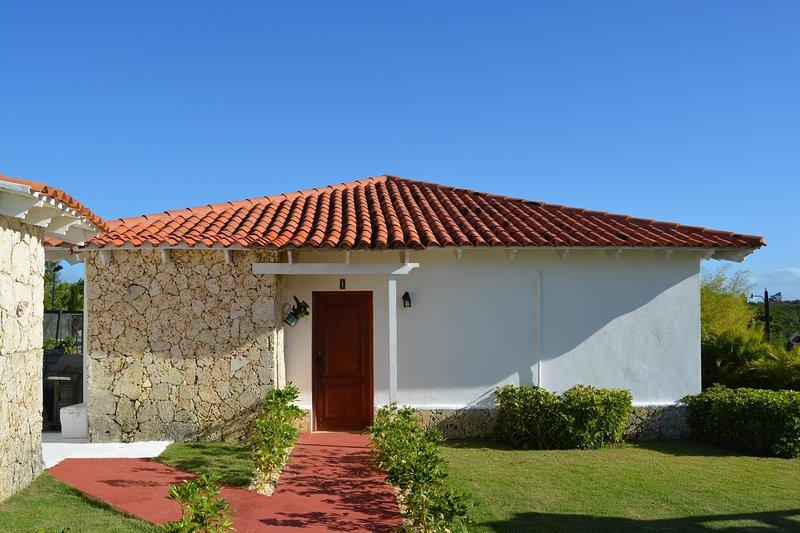 2 Bedroom, 1.5 Bath with Golf Cart in La Estancia Golf Resort, holiday rental in El Limon