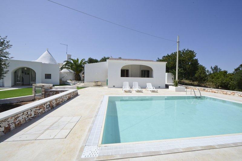 Villa d'Itria with trullo and swimming pool – semesterbostad i Chiobbica