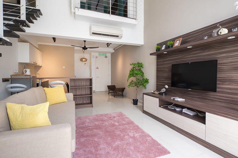Green refreshing duplex | Free parking | midvalley, holiday rental in Petaling Jaya