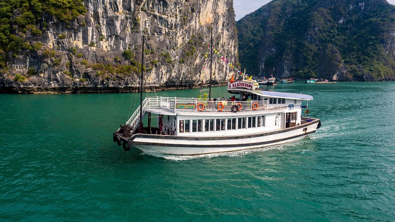 HA LONG BAY CRUISE - ONE DAY TOUR - BEST PRICE, vakantiewoning in Ha Long