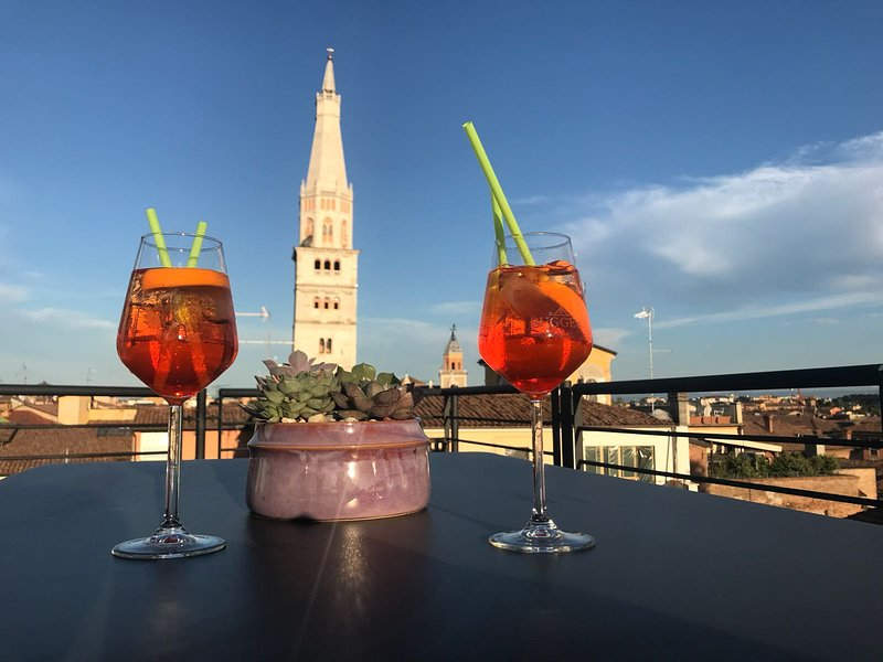 Aperitif with a view of Ghirlandina