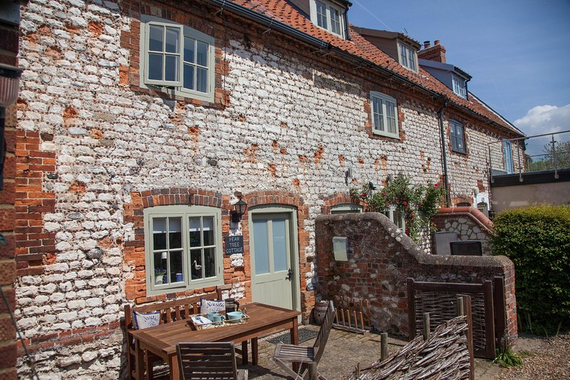 Pear Tree Cottage, holiday rental in Old Hunstanton