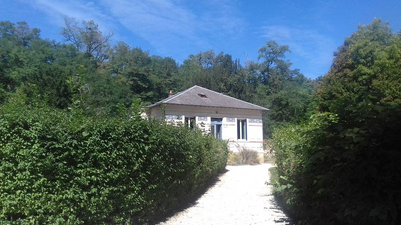 Beautiful country house outside Paris, holiday rental in Samois-sur-Seine
