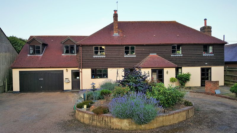 Come and stay on a busy working farm., location de vacances à Dartford