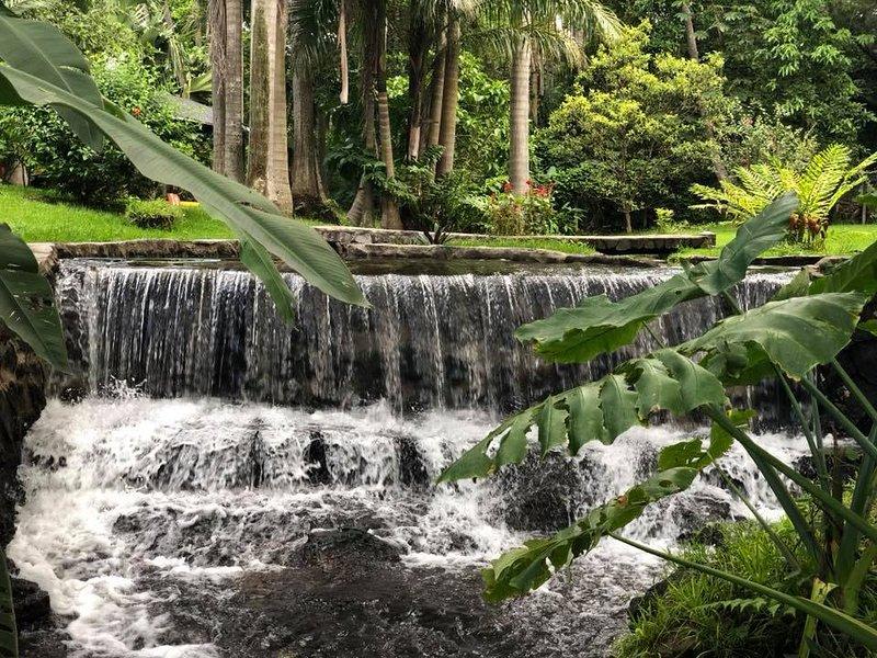Thermal Paradise Villa.....Simply Beautiful!!, location de vacances à Ahuachapan Department