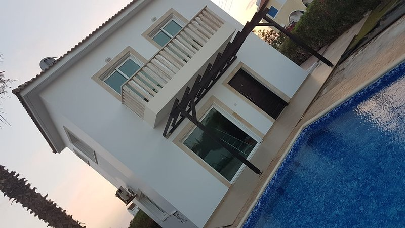 2 bedroom Villa with Private Pool, holiday rental in Frenaros