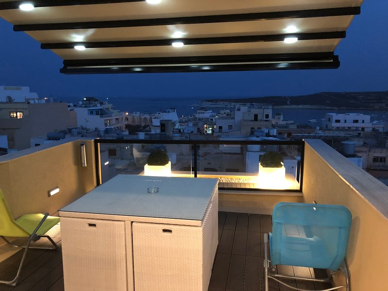 1. Sea View Luxury 2 Bed Penthouse close to Beach!, vacation rental in Marsascala