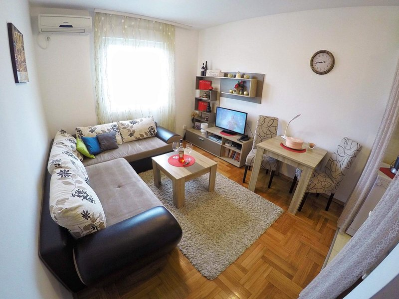 Bright and modern apartment near city center, alquiler vacacional en Podgorica