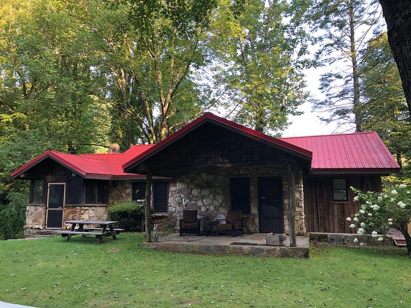 Apple Valley Cabin with large relaxing yard.