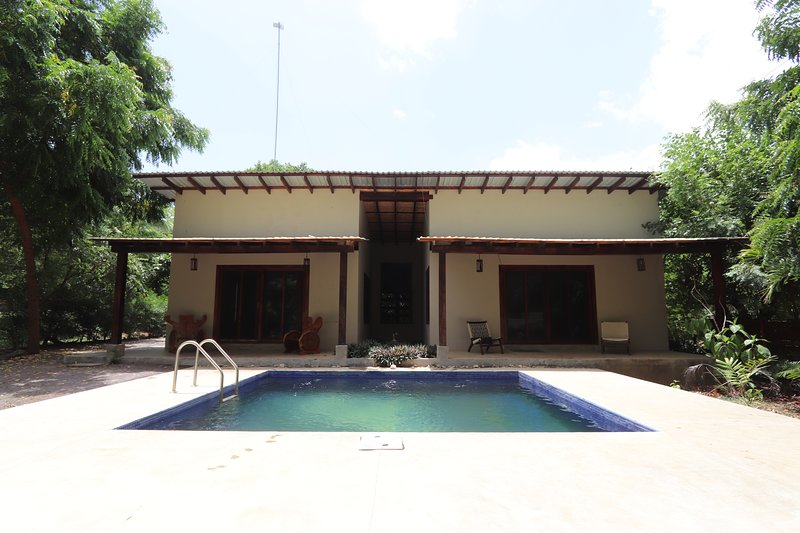 Beautiful 2 bedroom, 2 bath House next to the 'Boom' with Pool!! A/C hot showers, holiday rental in Jiquilillo