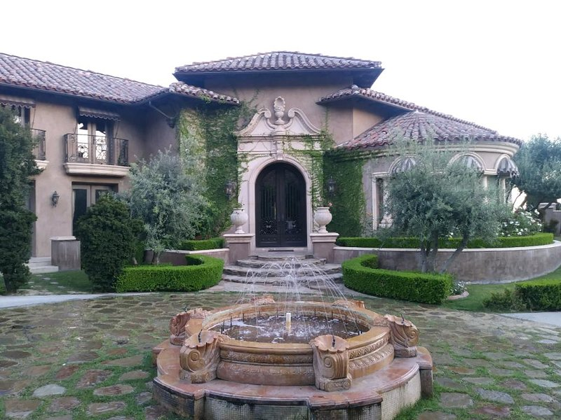 Casa Valentina-Villa Estate, holiday rental in Downey