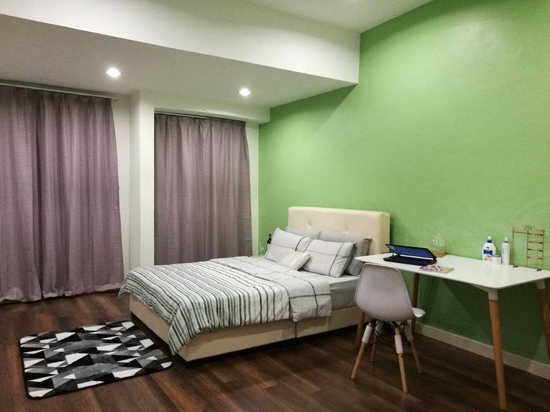 Comfy room In subang Jaya,friendly host, vacation rental in Bandar Puchong Jaya